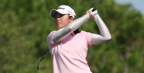Two-shot lead for Feng after first round